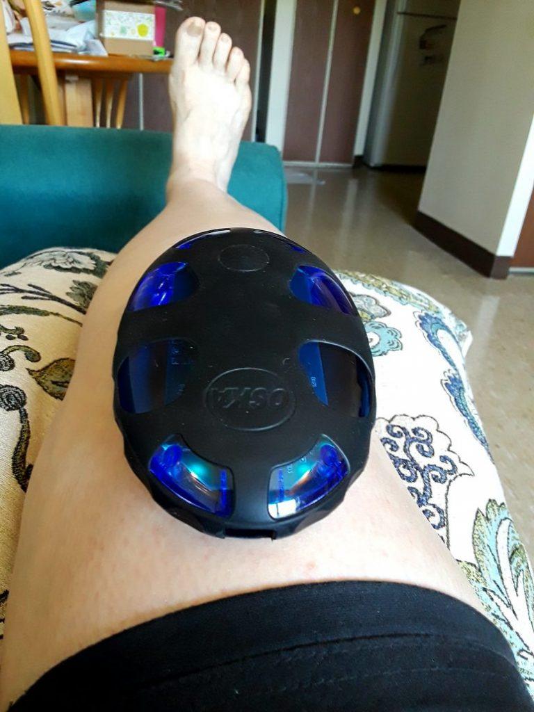 Using my Oska Pulse on my knee.
